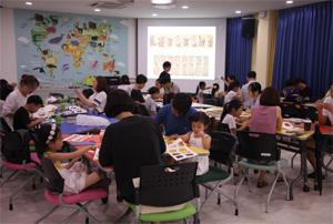 교육중인 가족들