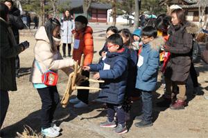 신나는 겨울탐험대 교육중인 어린이들