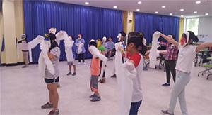우리 민속 우리 몸짓 - 탈춤 수업중인 어린이들